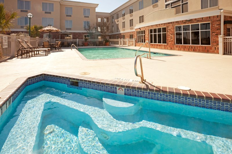 Holiday Inn Express & Suites Eagle Pass-Swimming Pool<br/>Image from Leonardo