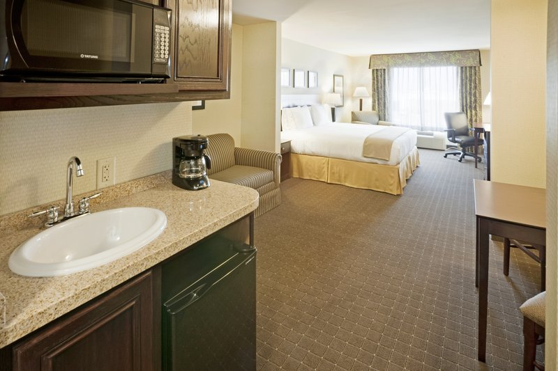 Holiday Inn Express & Suites Eagle Pass-Suite<br/>Image from Leonardo