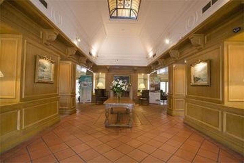 Holiday Inn Maidstone - Sevenoaks-Hallway<br/>Image from Leonardo