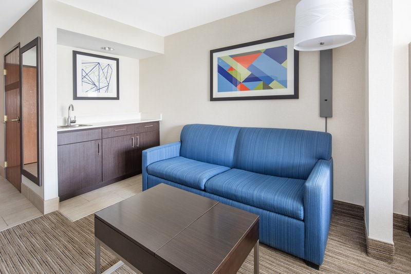 Holiday Inn Express & Suites Bishop-Living Room <br/>Image from Leonardo