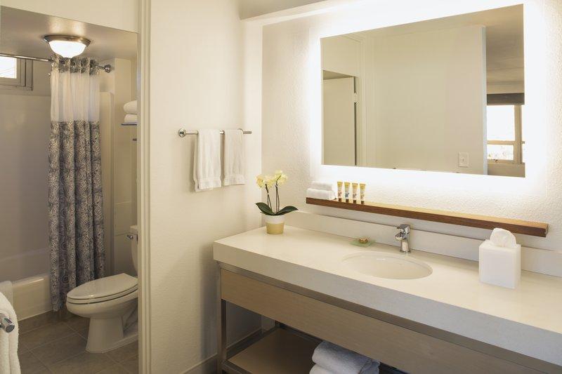 Queen Kapiolani Hotel - QKHJRDHBathroom <br/>Image from Leonardo