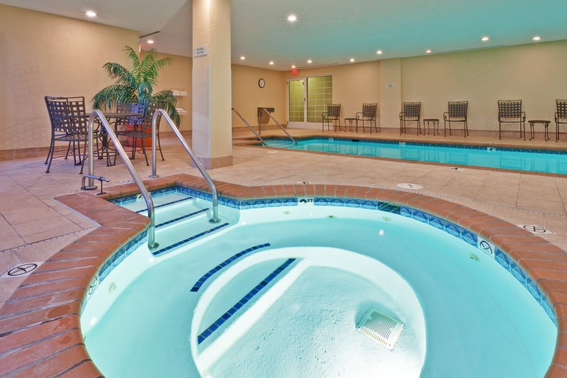 Candlewood Suites Indianapolis-The whirlpool will help you relax after a long day<br/>Image from Leonardo