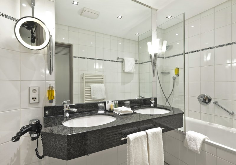 Crowne Plaza Hannover-Guest Bathroom<br/>Image from Leonardo