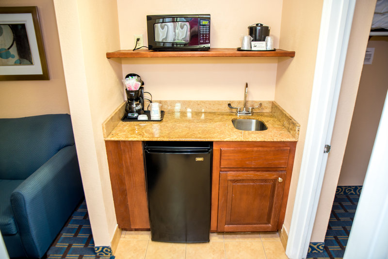 Holiday Inn Express & Suites Cocoa Beach-Suite<br/>Image from Leonardo