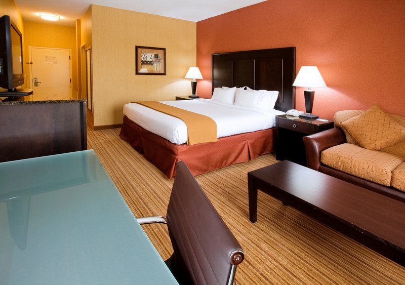 Holiday Inn Express Winston-Salem Downtown West-King Bed Guest Room<br/>Image from Leonardo