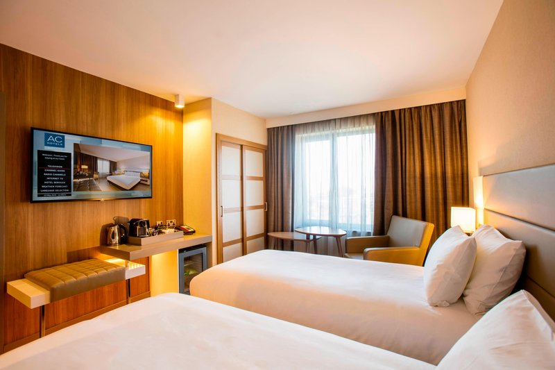 AC Hotel by Marriott Manchester Salford Quays-Twin/Twin Guest Room<br/>Image from Leonardo