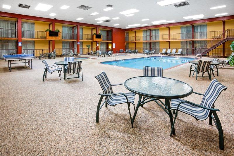 Holiday Inn Fairmont-Swimming Pool<br/>Image from Leonardo