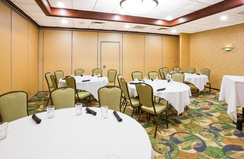 Holiday Inn Fairmont-Banquet Room<br/>Image from Leonardo