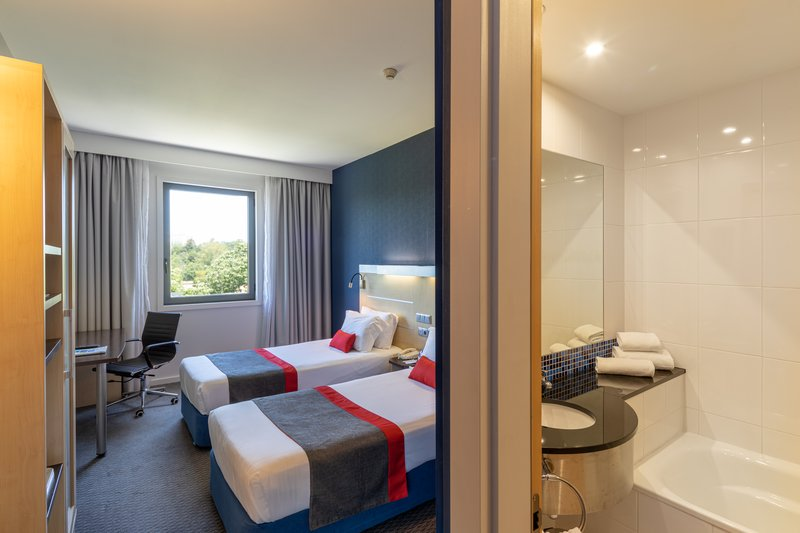 Holiday Inn Express Porto - Exponor-Guest Room<br/>Image from Leonardo