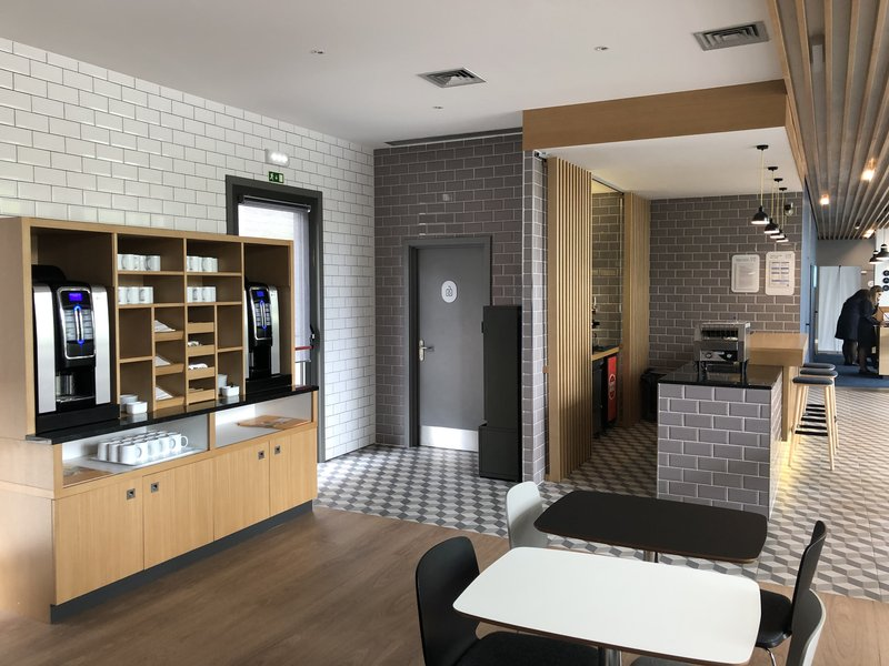 Holiday Inn Express Porto - Exponor-The coffee corner<br/>Image from Leonardo