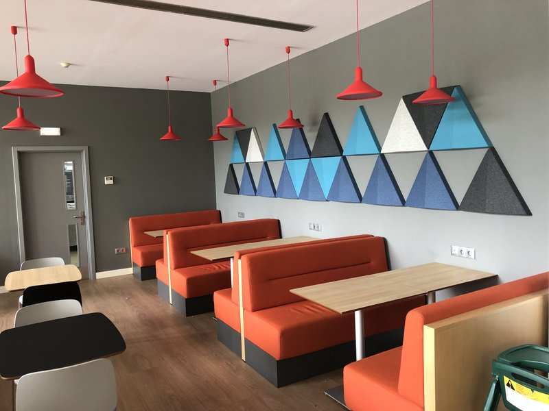 Holiday Inn Express Porto - Exponor-enjoy our new Gen IV seating area<br/>Image from Leonardo