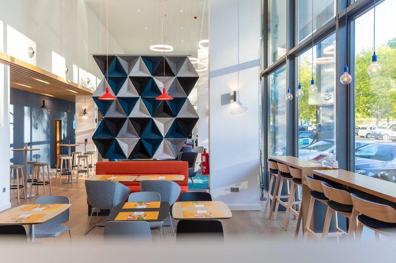 Holiday Inn Express Porto - Exponor-Lobby Lounge<br/>Image from Leonardo