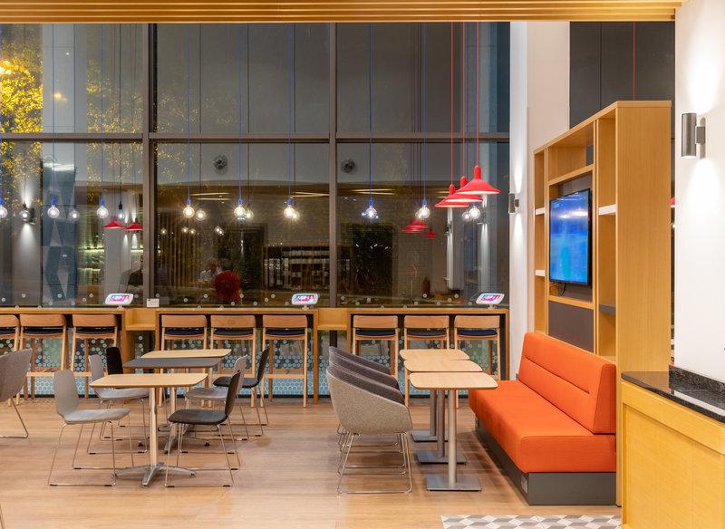 Holiday Inn Express Porto - Exponor-Hotel Lobby<br/>Image from Leonardo