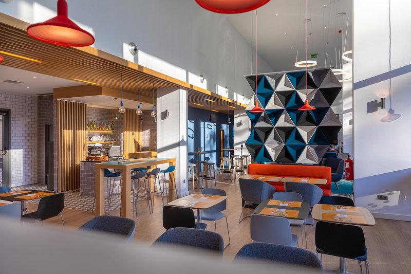 Holiday Inn Express Porto - Exponor-Lobby Bar<br/>Image from Leonardo