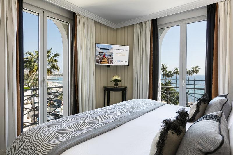 Hotel Barriere Le Majestic-HTel Barri Re Le Majestic Junior Suite Sea View<br/>Image from Leonardo