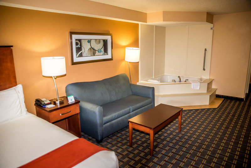 Holiday Inn Express & Suites Cocoa Beach-Jacuzzi Suite<br/>Image from Leonardo