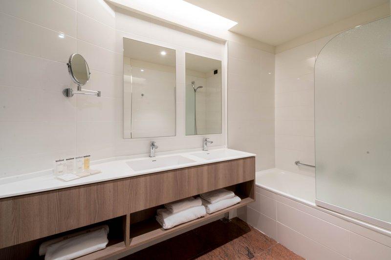 Crowne Plaza Milan - Linate-Guest Bathroom<br/>Image from Leonardo