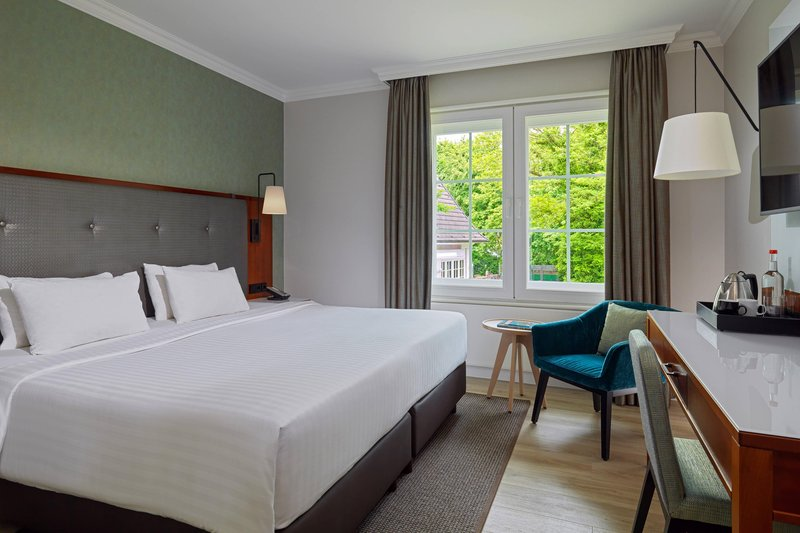 Courtyard Hamburg Airport-Courtyard King Guest Room<br/>Image from Leonardo