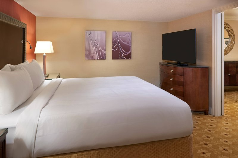 Marriott Toronto Airport Hotel-One-Bedroom Suite - Bedroom<br/>Image from Leonardo