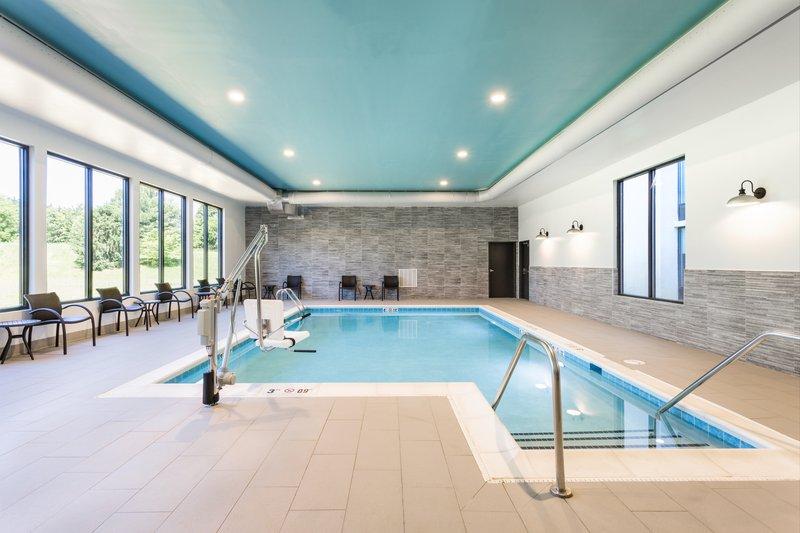 Holiday Inn Roanoke - Valley View-Swimming Pool <br/>Image from Leonardo