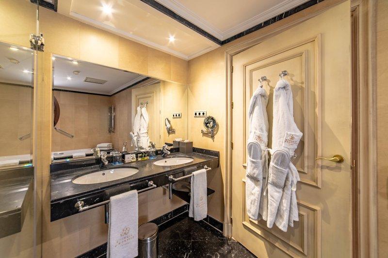 Eugenia de Montijo, Autograph Collection-Twin/Twin Elegance Guest Room - Bathroom<br/>Image from Leonardo