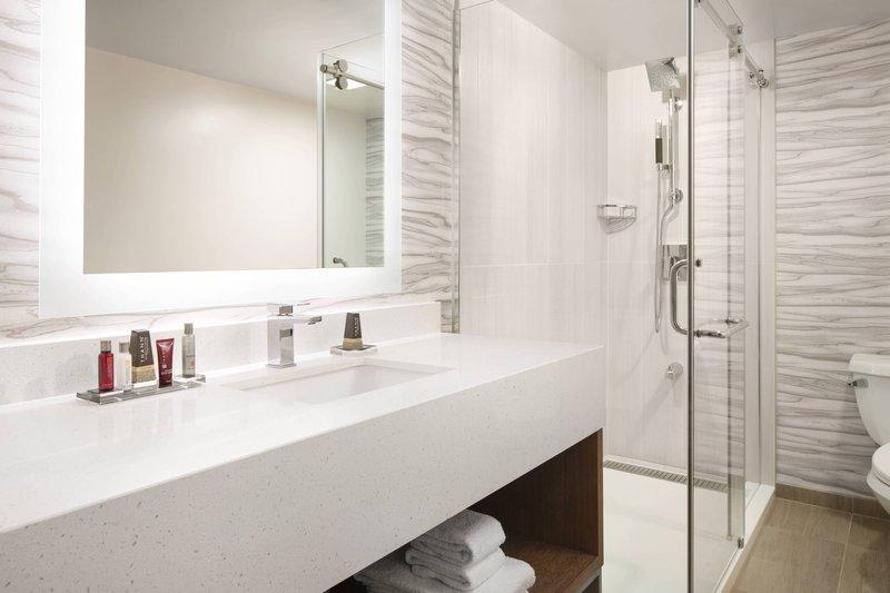 Waikiki Beach Marriott Resort  - City View Junior Suite - Bathroom <br/>Image from Leonardo