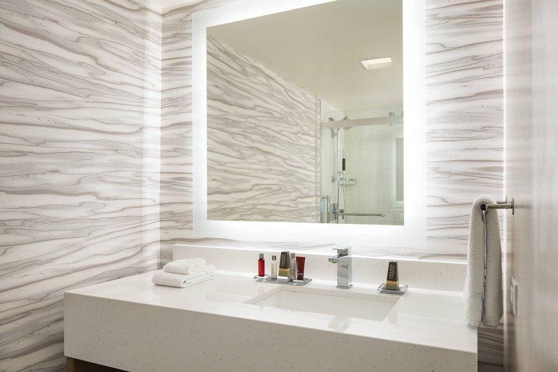 Waikiki Beach Marriott Resort  - Ocean View Junior Suite - Bathroom <br/>Image from Leonardo