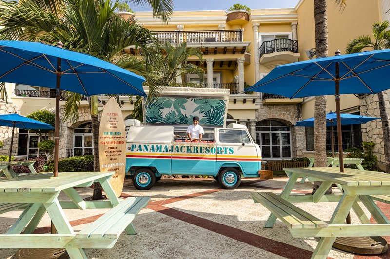 Panama Jack Resorts Playa del Carmen - Panama Jack Resorts Playa Del Carmen Food Truck <br/>Image from Leonardo