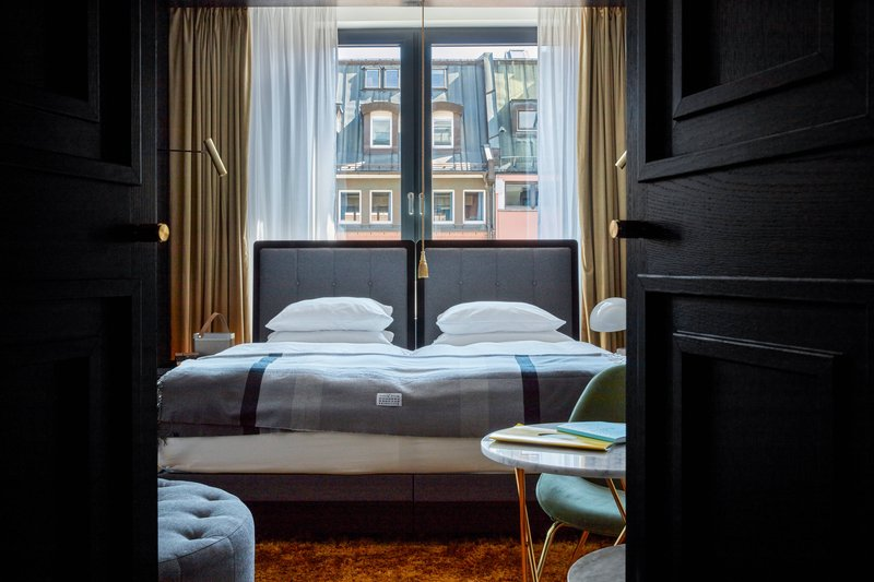 Autograph Collection Roomers Munich-Deluxe Guest Room - City View<br/>Image from Leonardo