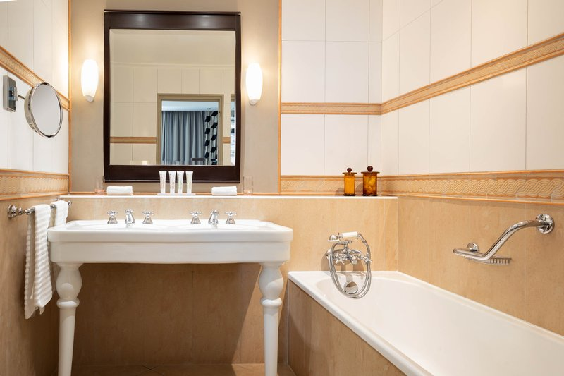 Le Meridien Beach Plaza-Junior Suite Bathroom<br/>Image from Leonardo