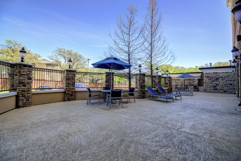 Holiday Inn Arlington NE-Rangers Ballpark-Outdoor Patio with table & lounge chairs, perfect for relaxing.<br/>Image from Leonardo
