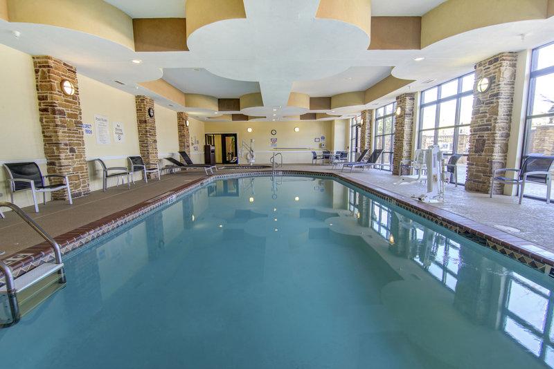 Holiday Inn Arlington NE-Rangers Ballpark-Indoor Pool<br/>Image from Leonardo