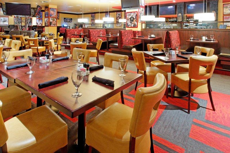 Holiday Inn Arlington NE-Rangers Ballpark-Restaurant Seating Area<br/>Image from Leonardo