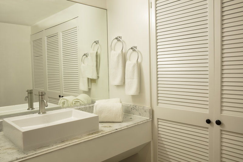 Gamma De Fiesta Inn Tijuana Otay-Bathroom<br/>Image from Leonardo