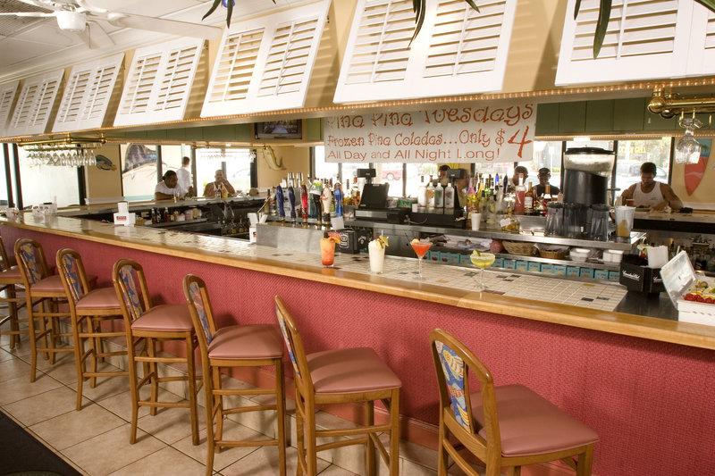Holiday Inn Hotel & Suites Vero Beach-Oceanside-Enjoy a refershing drink at the bar<br/>Image from Leonardo