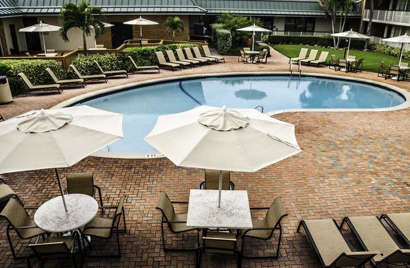 Holiday Inn Hotel & Suites Vero Beach-Oceanside-Swimming Pool<br/>Image from Leonardo