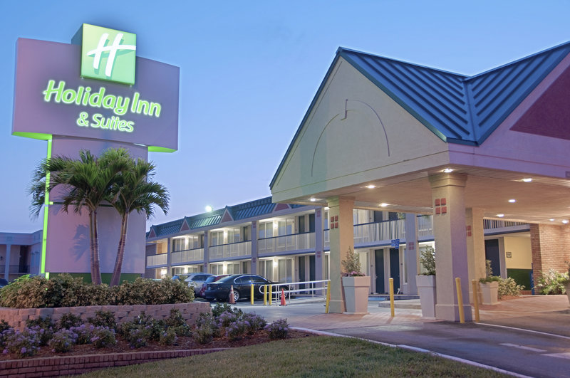 Holiday Inn Hotel & Suites Vero Beach-Oceanside-Hotel Entrance<br/>Image from Leonardo