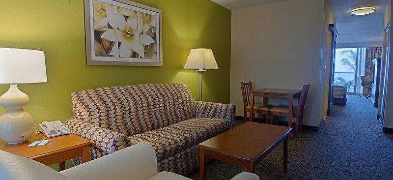 Holiday Inn Hotel & Suites Vero Beach-Oceanside-Suite<br/>Image from Leonardo