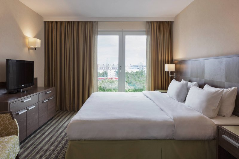 Courtyard Munich City East-Grand King Suite - Bedroom<br/>Image from Leonardo