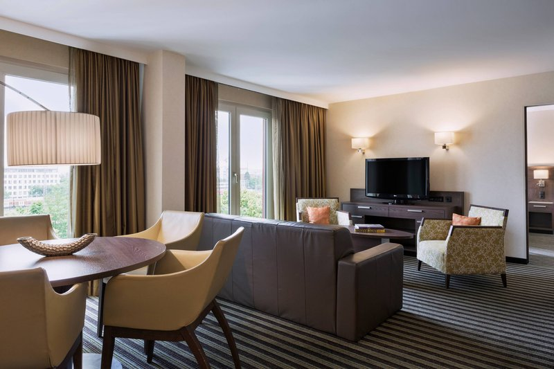 Courtyard Munich City East-Grand King Suite - Living Room<br/>Image from Leonardo