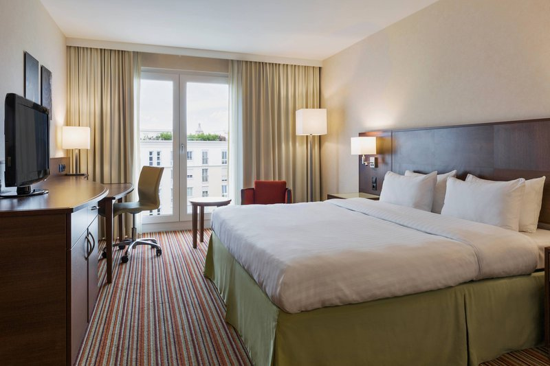 Courtyard Munich City East-Superior King Guest Room<br/>Image from Leonardo