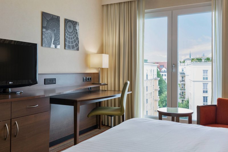Courtyard Munich City East-Superior King Guest Room - Courtyard View<br/>Image from Leonardo