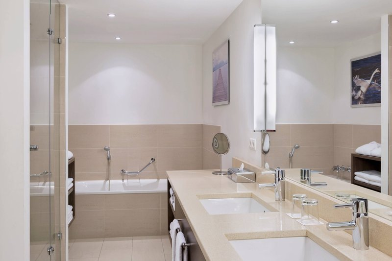 Courtyard Munich City East-Suite Bathroom<br/>Image from Leonardo