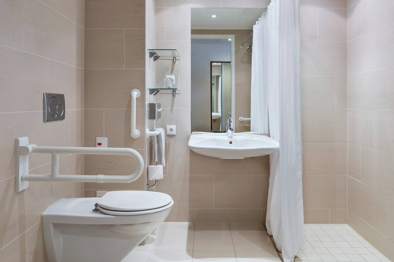 Courtyard Munich City East-Accessible Bathroom - Roll-In Shower<br/>Image from Leonardo
