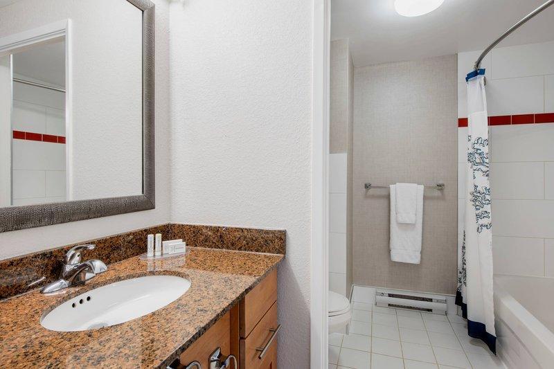 Residence Inn Kingston Water's Edge-One-Bedroom Suite - Bathroom<br/>Image from Leonardo