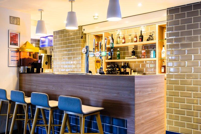 Holiday Inn Express Portsmouth - Gunwharf Quays-Lobby Bar<br/>Image from Leonardo