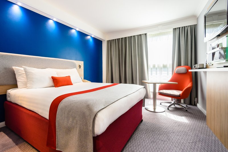 Holiday Inn Express Portsmouth - Gunwharf Quays-Double Bed Guest Room<br/>Image from Leonardo