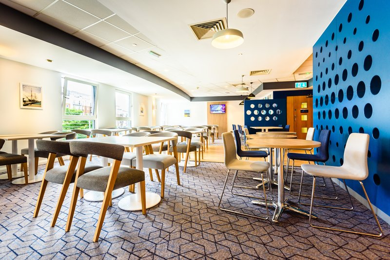 Holiday Inn Express Portsmouth - Gunwharf Quays-Bar and Lounge<br/>Image from Leonardo