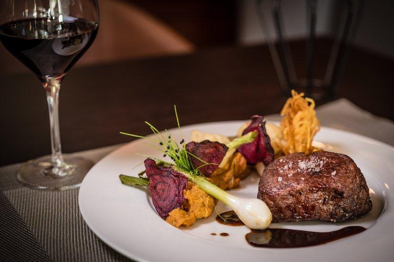 Le Meridien Stuttgart-Bar Lillet - Food Steak<br/>Image from Leonardo