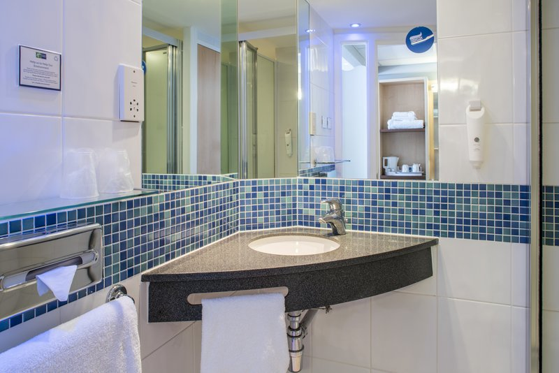 Holiday Inn Express Leicester City-Twin/Double Guest Bathroom<br/>Image from Leonardo